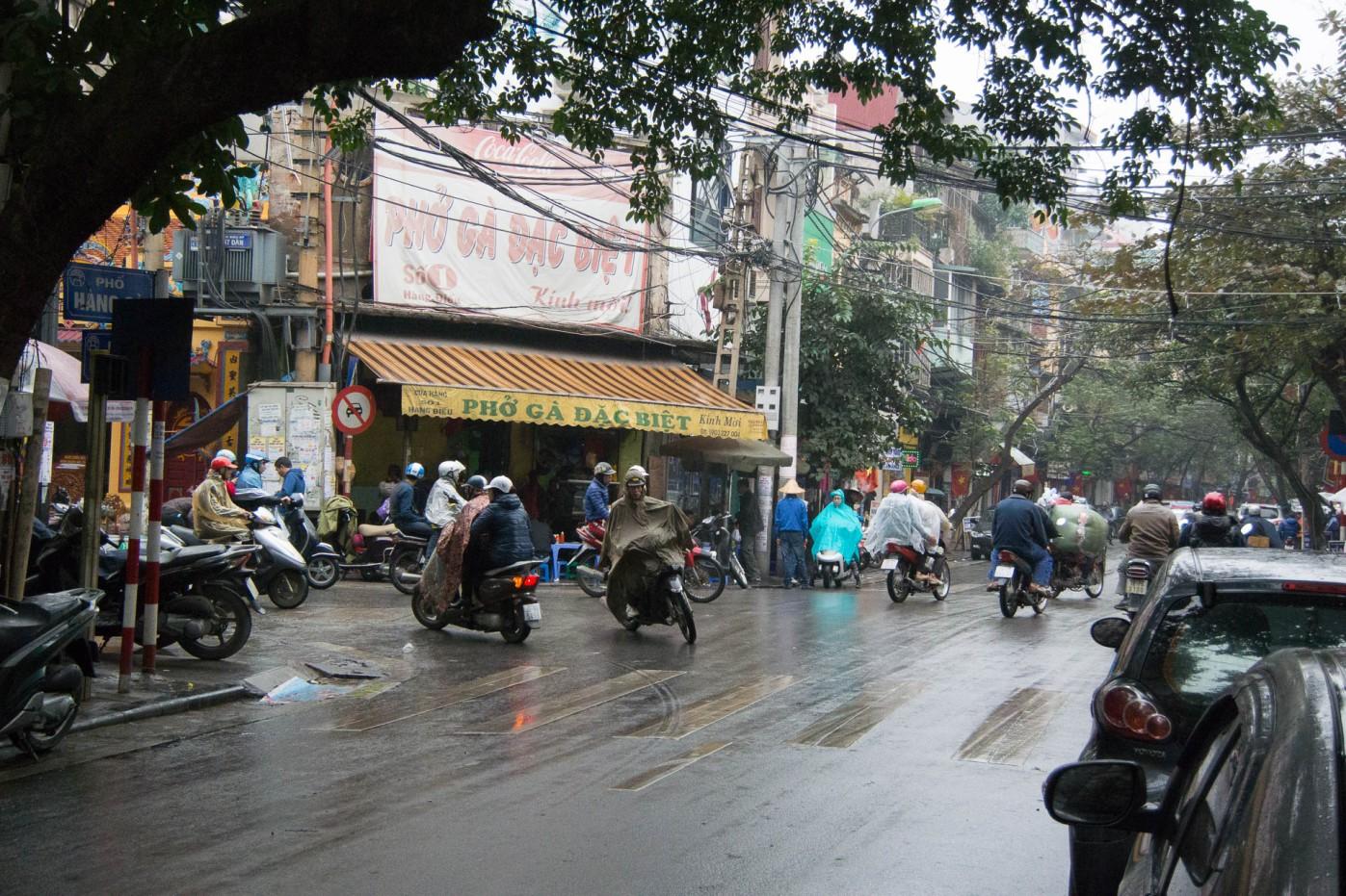 Hanoi - Motor bikes Rule