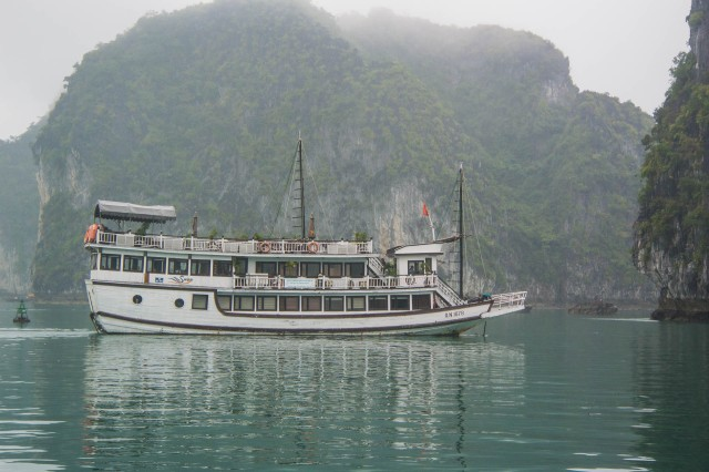Swan Cruises - Halong Bay